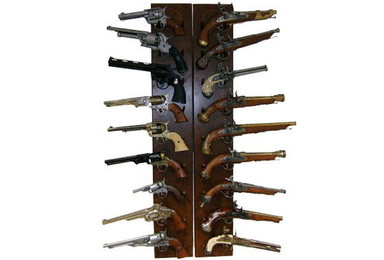 Espositore a due pannelli per repliche armi spade ed altro for Rastrelliera per fucili softair